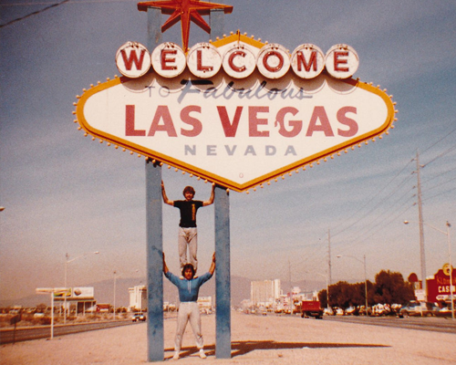 logo letters bord las vegas welcome